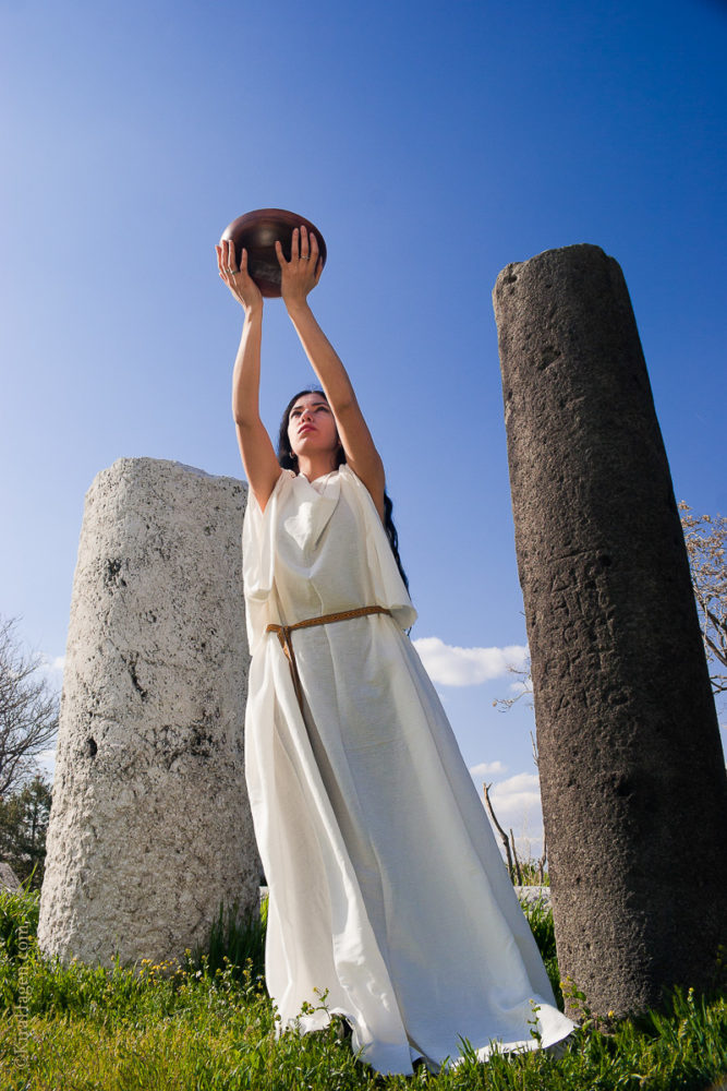 Model Ozge Can (ozgecan.com) poses in a chiton, ancient garb similar to that worn by Greek, Roman, and Celtic peoples in what is now modern Turkey, making an offering to the ancient gods